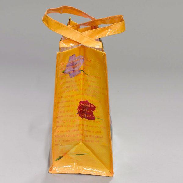 tas met gladiolen zijkant