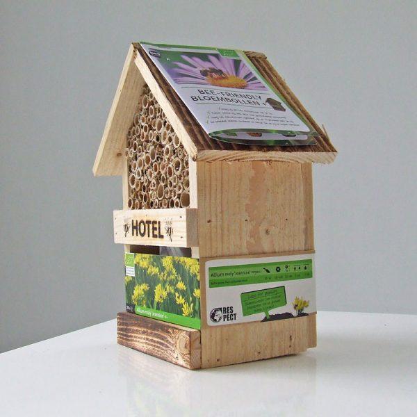 Bijenhotel met Allium Jeannine zijkant