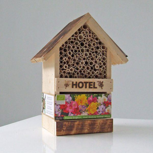 Bijenhotel met Freesia Enkel mix